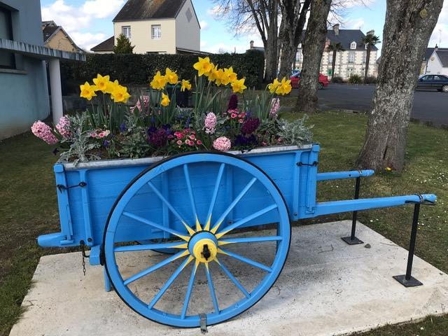 Charette de fleurs à Brécey