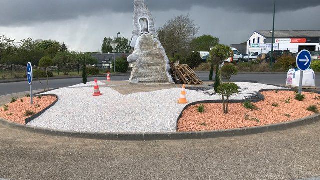 Nouveau look pour le rond-point à l'entrée de Brécey